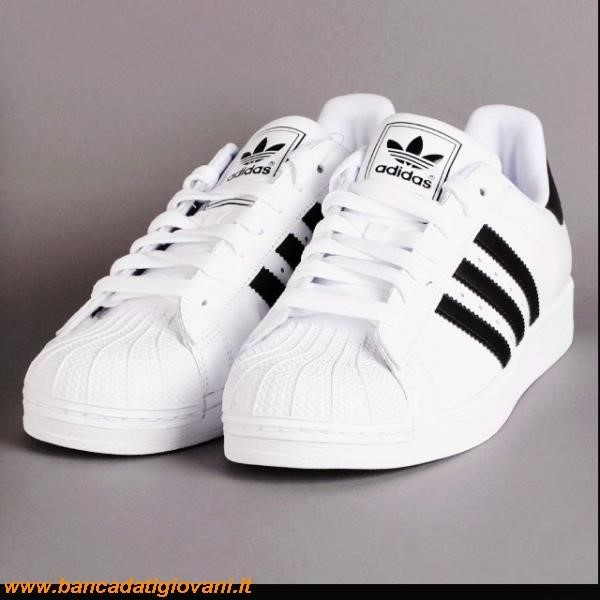 Adidas Superstar Colorate Indossate