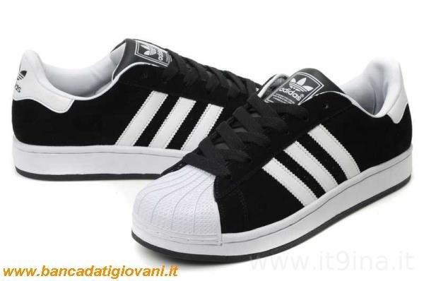 adidas nere con le strisce bianche